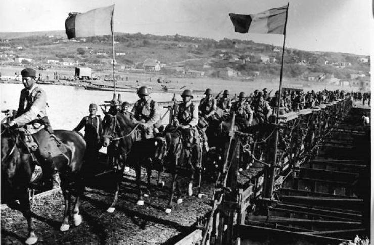 Ceremonii militare ample dedicate împlinirii a 100 de ani de la instaurarea administraţiei româneşti