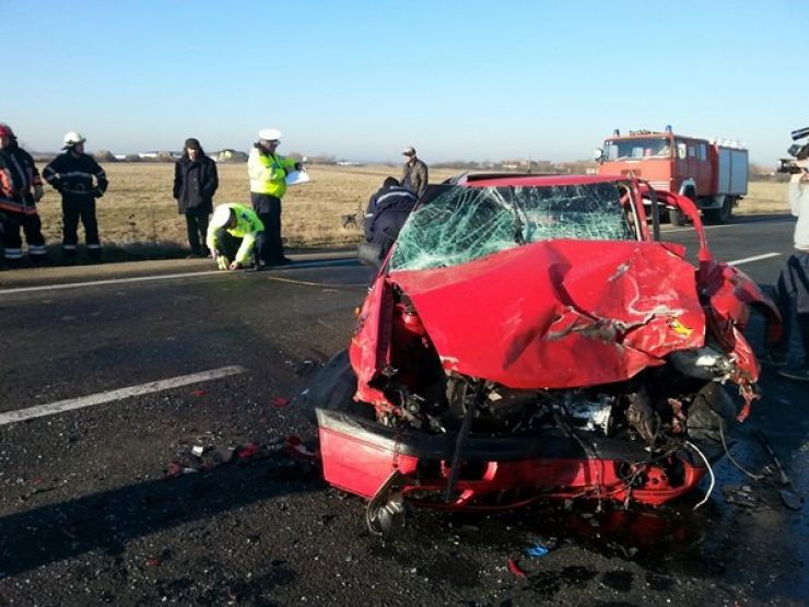 Trei mașini, implicate într-un accident. Trei persoane au ajuns la spital