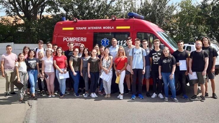 Peste 75 de voluntari din pasiune, la ISU Satu Mare
