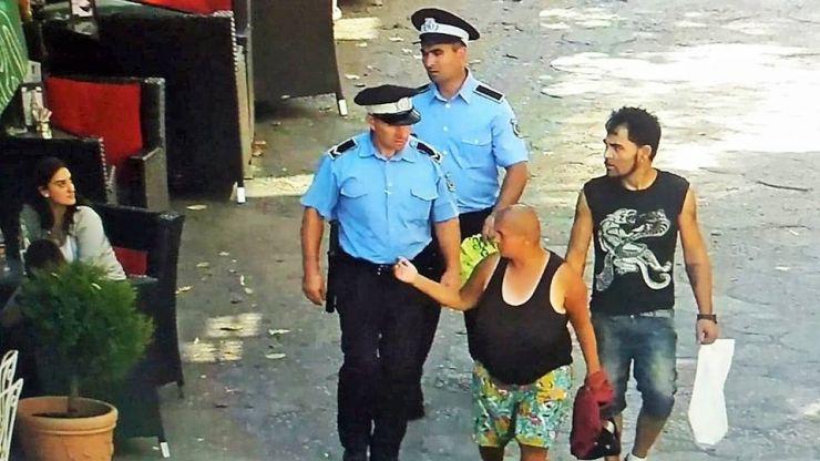 """Cerșetoarea agresivă Eros Ghizela, ridicată din nou de polițiștii locali. A """"scăpat"""" de la Psihiatrie"""