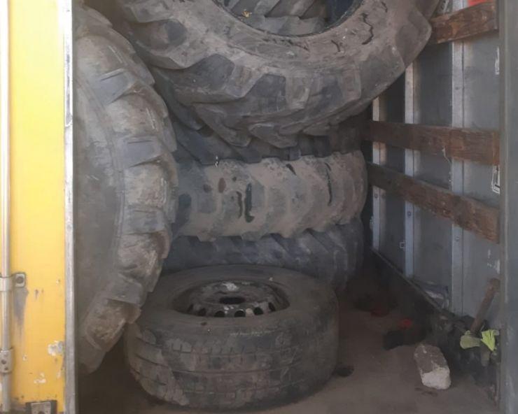 Două camioane pline cu deșeuri (35.000 kg) oprite la intrarea în țară
