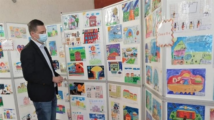 """Vicepreședintele CJ, Cristian Valer Beșeni, prezent la expoziția """"Școala viitorului prin ochii copilului de azi"""""""