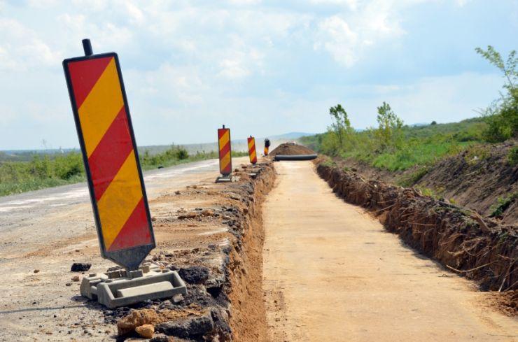 """Au fost reluate lucrările la """"Autostrada Codrului"""""""