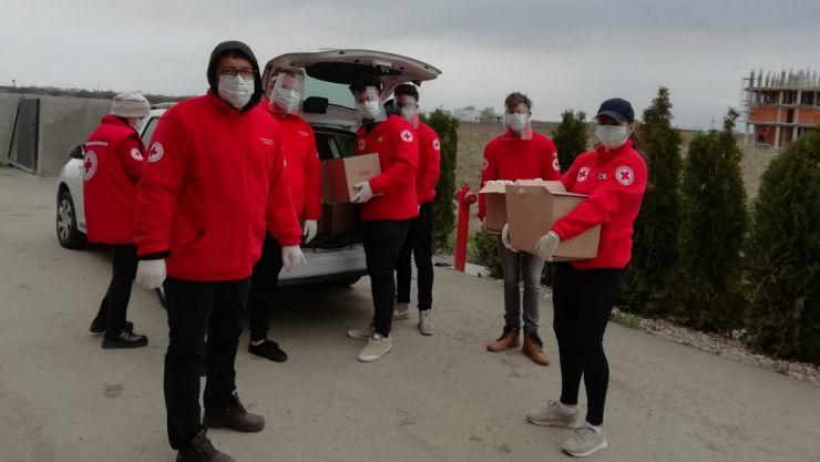 Crucea Roșie Satu Mare a donat echipamente de protecție medicilor, polițiștilor și jandarmilor sătmăreni