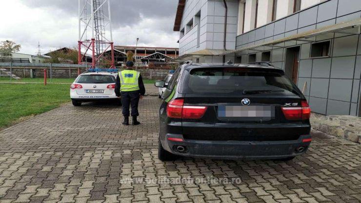 FOTO | BMW căutat în Germania, oprit în localitatea Vama