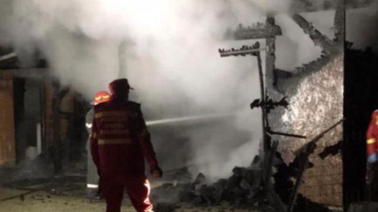 FOTO | Incendiu la o casă din Gherța Mare