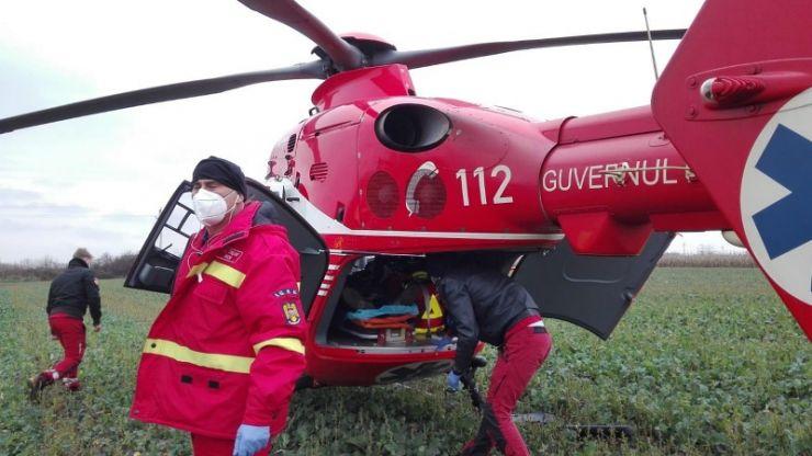 Un bărbat a rămas cu mâna prinsă într-un utilaj agricol. A fost transportat cu elicopterul SMURD
