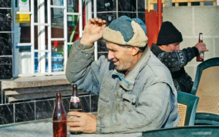 Patronul unui bufet sătesc, amendat pentru că vindea băuturi alcoolice și răcoritoare expirate