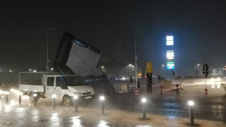 Furtuna a dărâmat ecranul la începutul filmului PARKING