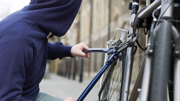 Hoţ de biciclete identificat şi reţinut de poliţişti