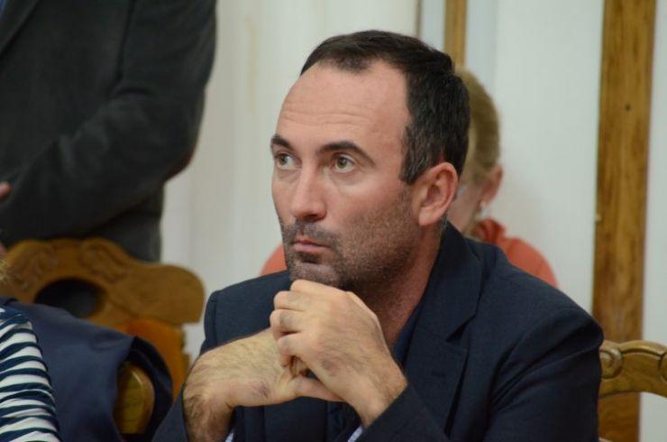 Cosmin Rațiu și-a dat demisia din PNL și din funcția de consilier local