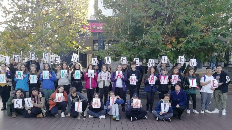 """FOTO   """"Împreună pentru natură, sănătate și viață!"""", o acțiune civică organizată de elevii Școlii Gimnaziale """"Constantin Brâncoveanu"""""""