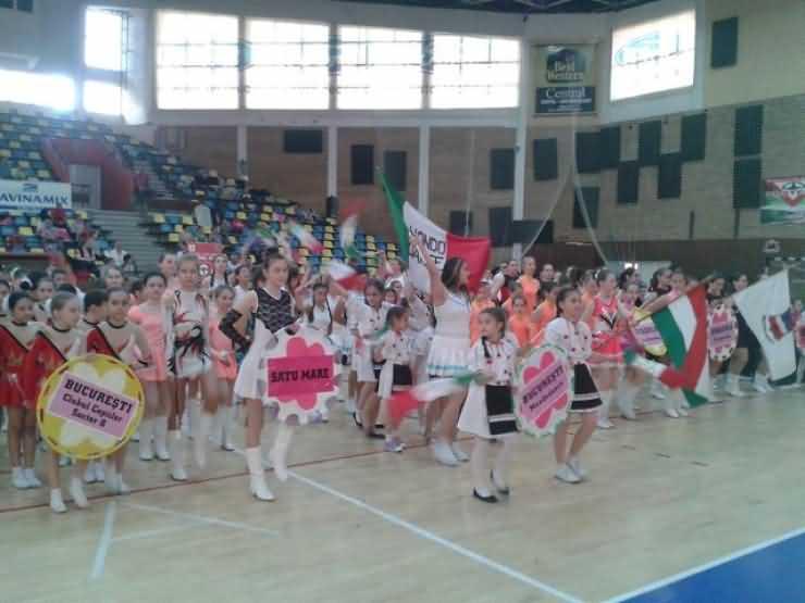 AUR pentru majoretele Școlii Gimnaziale nr. 10 la Festivalul internațional de la Arad