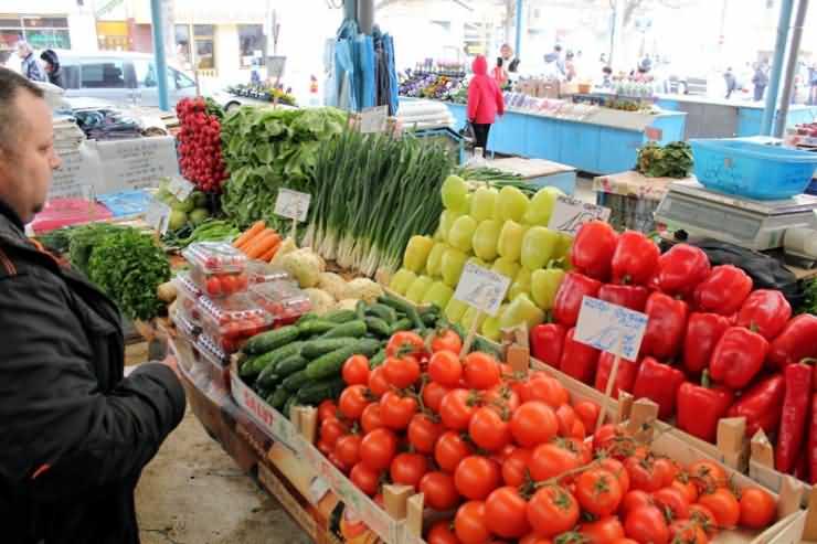"""Directorul Direcției Agricole Satu Mare: """"60% dintre tarabele din piețe sunt pentru alţi domni, nu pentru producătorii agricoli"""""""