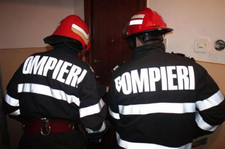 Bărbat găsit mort într-o locuință de pe B-dul Cloșca. Pompierii au spart ușa