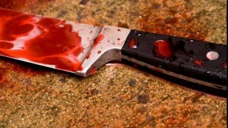 Și-a înjunghiat fiica, de 17 ani, apoi a fugit de la fața locului