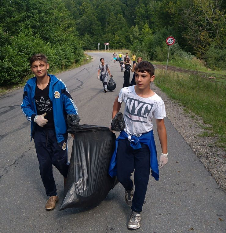 500 de kilograme de gunoaie adunate de copii și voluntari la Luna Șes