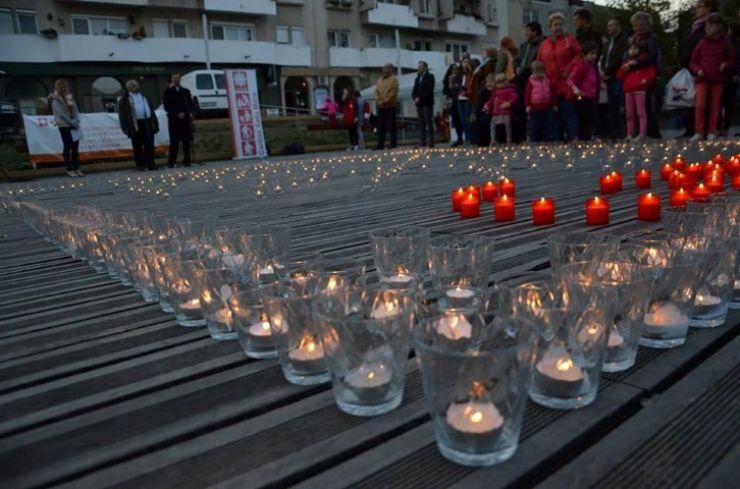 """""""Un milion de stele"""": Zeci de sătmăreni au aprins candele și lumânări"""