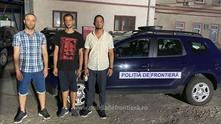 Trei tunisieni opriți din drumul ilegal spre vestul Europei