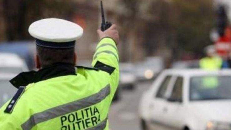 Polițiștii au aplicat peste 200 de sancţiuni contravenţionale, în valoare de peste 44.000 lei, în trafic