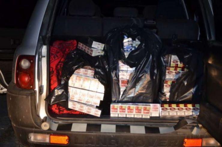 Țigarete de contrabandă transportate cu mașina de o femeie de 62 de ani