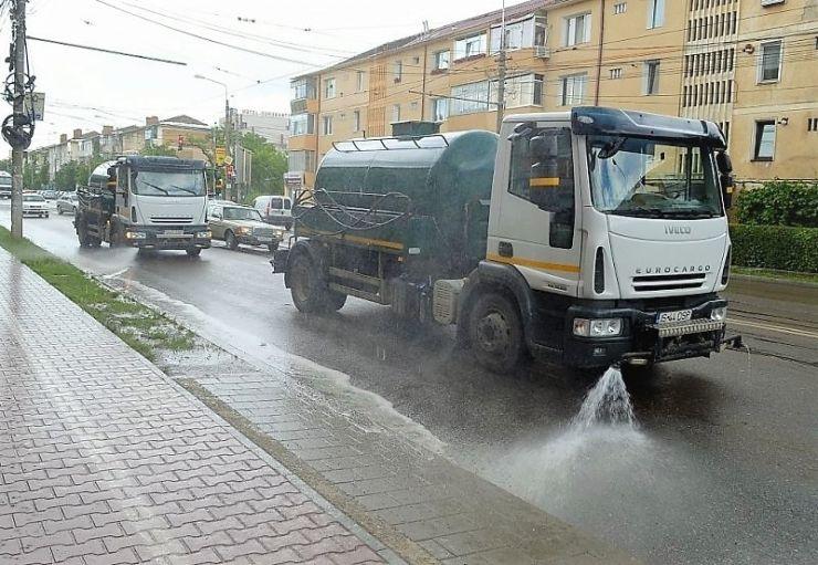 Primăria Satu Mare spală străzile. Vezi programul