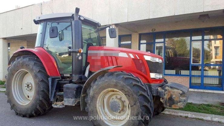 Tractor confiscat de polițiști în Vama Petea