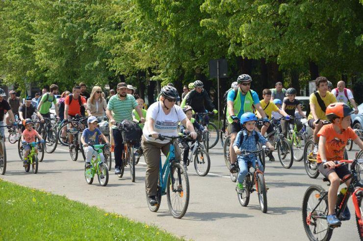 Bicicliştii sătmăreni au marcat Ziua Pământului printr-un nou marş