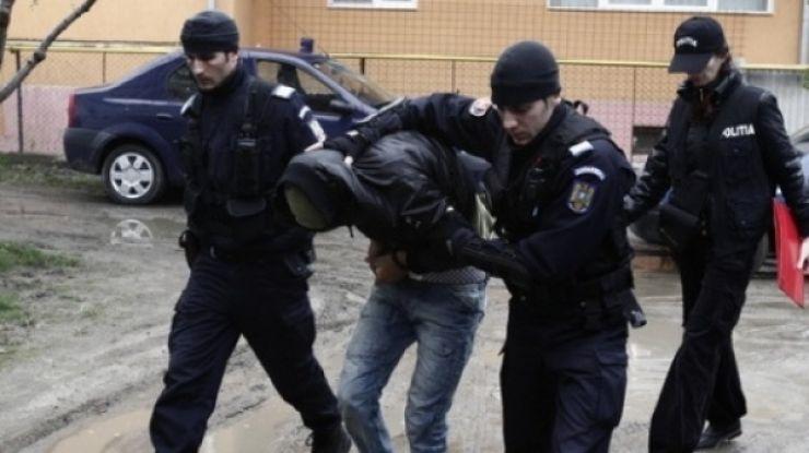 Urmărit internaţional reţinut de poliţişti. Autorităţile franceze au emis un mandat european de arestare pe numele său