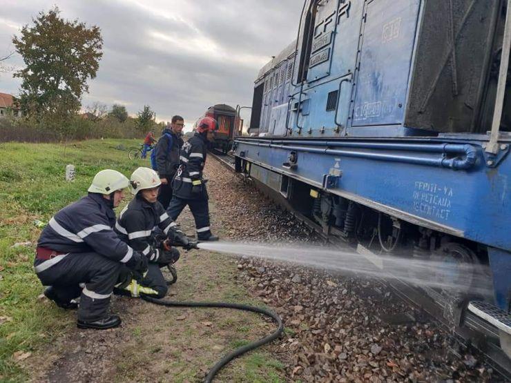 O locomotivă a luat foc. Aproape 200 de pasageri, evacuați