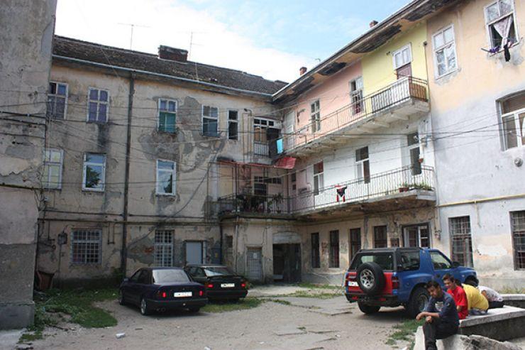 """""""Locatarii"""" de pe strada Horea, mutați la periferie"""