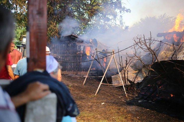 Incendii în județ | Două case și un șopron, cuprinse de flăcări