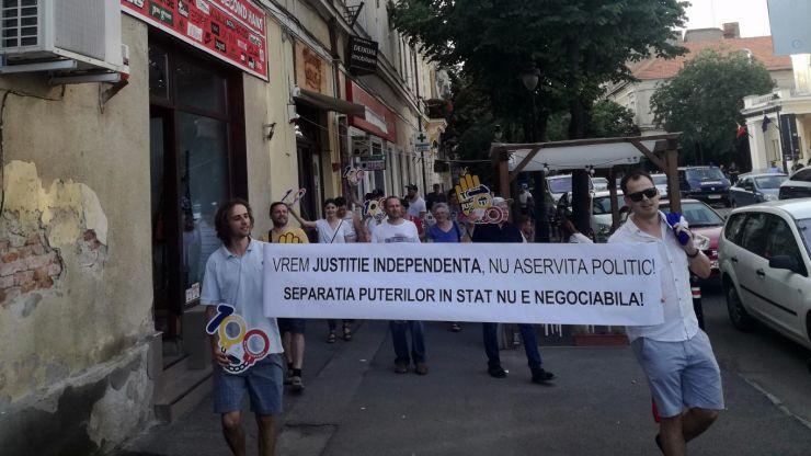 #Protest | Sătmărenii protestează împotriva coaliției PSD-ALDE și a liderului PSD, Liviu Dragnea