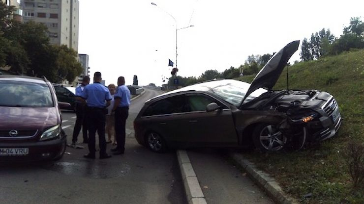Accident la urcarea pe Podul Decebal din municipiu