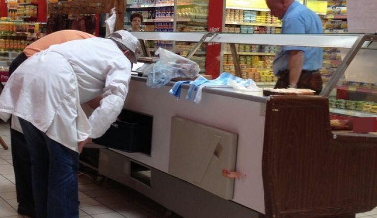 Fast food și magazin alimentar, ambele din Satu Mare, amendate de inspectorii DSVSA