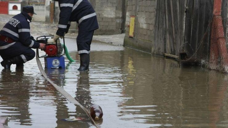 Patru comune din județul Satu Mare afectate de inundaţii şi alunecări de teren primesc bani de la Guvern