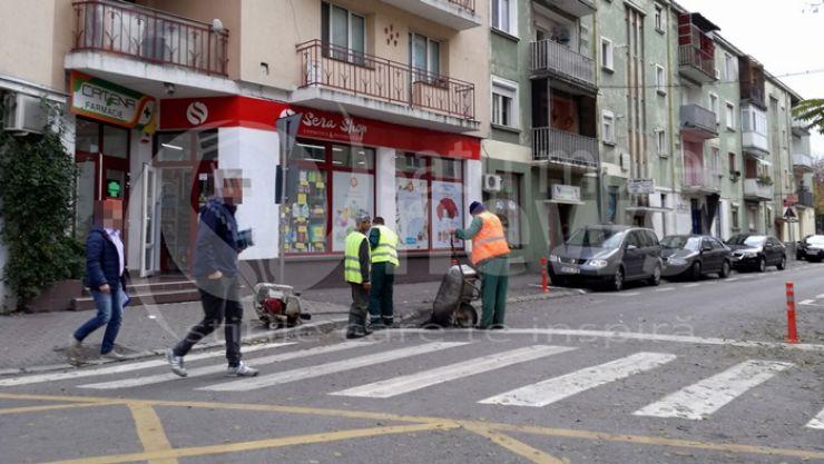 Video | Asfaltări cu roaba și lopata în Satu Mare