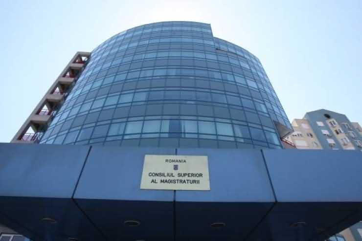 O judecătoare din Satu Mare a reclamat doi membri ai CSM. ANAMARIA PETRE îi acuză de partizanat politic