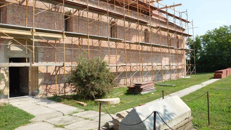 Biserica Reformată din Acâș, veche de peste 800 de ani, a intrat în reabilitare (galerie foto)