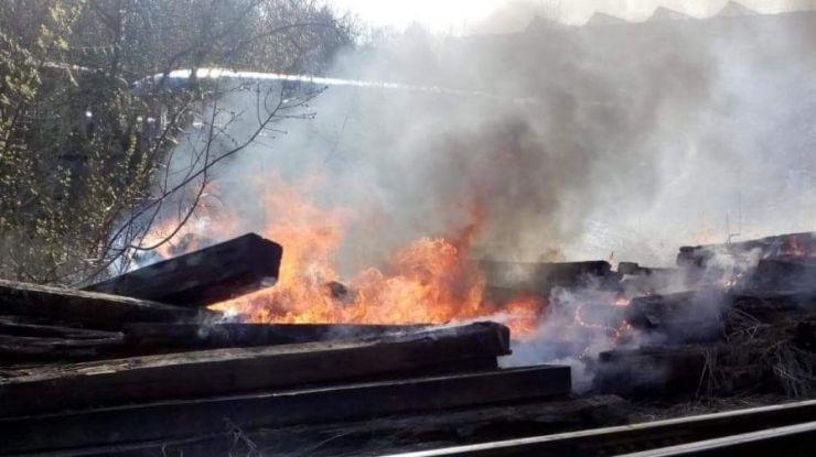 Incendiu pe calea ferată din Satu Mare