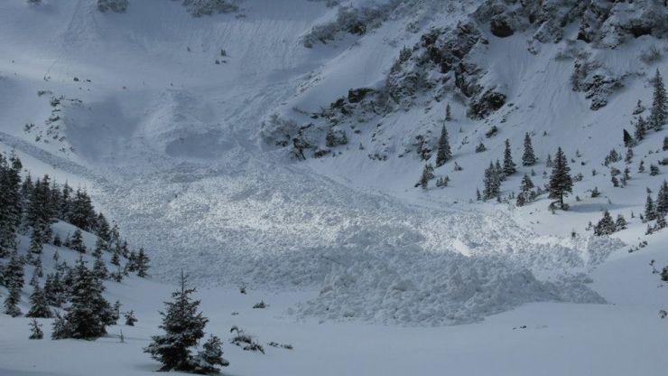 Pericol de producere a avalanşelor în Munții Maramureşului şi Gutâi