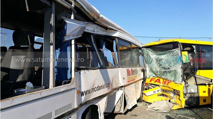 Plan roșu de intervenție | Impact între două autobuze, 12 persoane au fost rănite, dintre care două grav