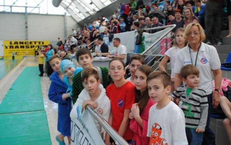 """Înotătorii sătmăreni, prezenți la concursul de natație """"Memorialul Herman Schier"""" de la Oradea"""