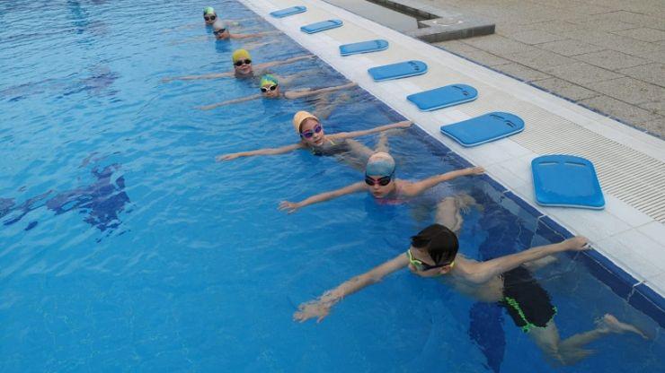 Veste bună! Reîncep cursurile de înot la Aquastar