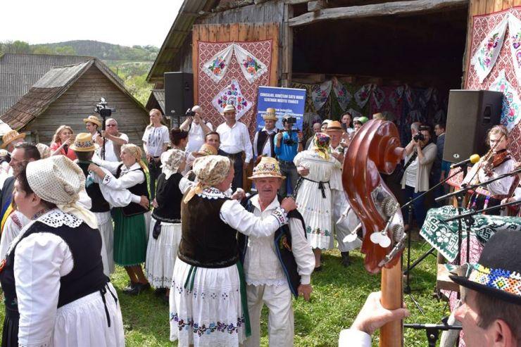 """Festivalul folcloric """"Danțu' la șură"""", în 5 mai, la Soconzel"""
