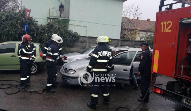 O mașină a luat foc într-o parcare de lângă Școala Gimnazială Constantin Brâncoveanu