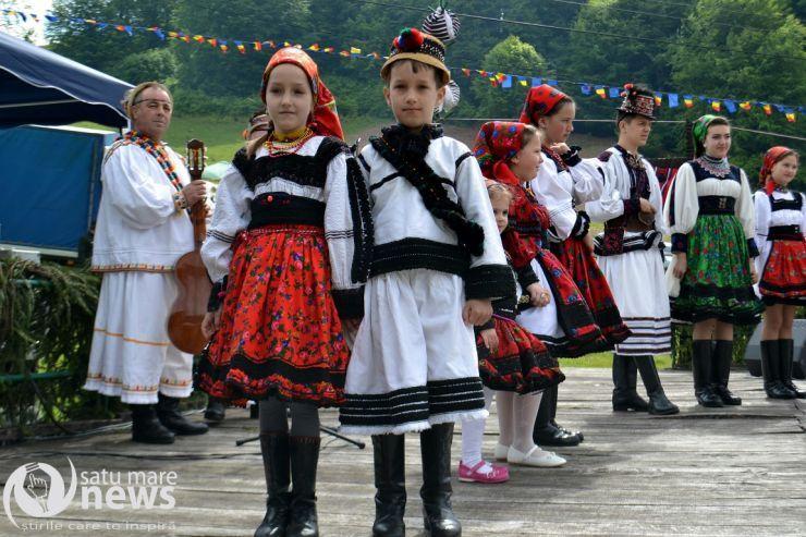 Sâmbra Oilor, cel mai mare festival al folclorului şi tradiţiilor oşeneşti, pe dealul Huta-Certeze