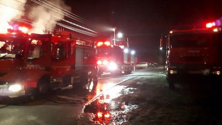 Intervenţii ale pompierilor în minivacanţa de 1 Decembrie: au fost stinse nouă incendii
