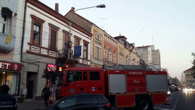 Incendiu într-un imobil din centrul Sătmarului. Tânăr intoxicat cu fum