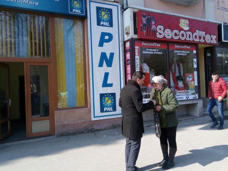Tineretul Naţional Liberal din Satu Mare a oferit mărțișoare sătmărencelor